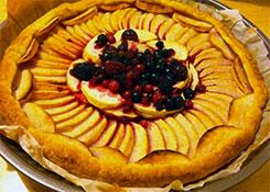 Tarte aux pommes et fruits rouges